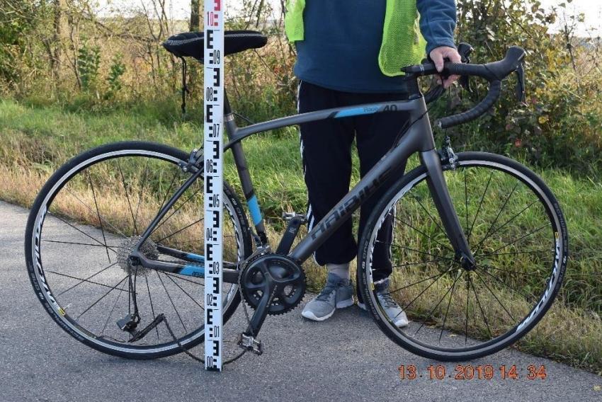 Vodič pod vplyvom alkoholu narazil do cyklistu