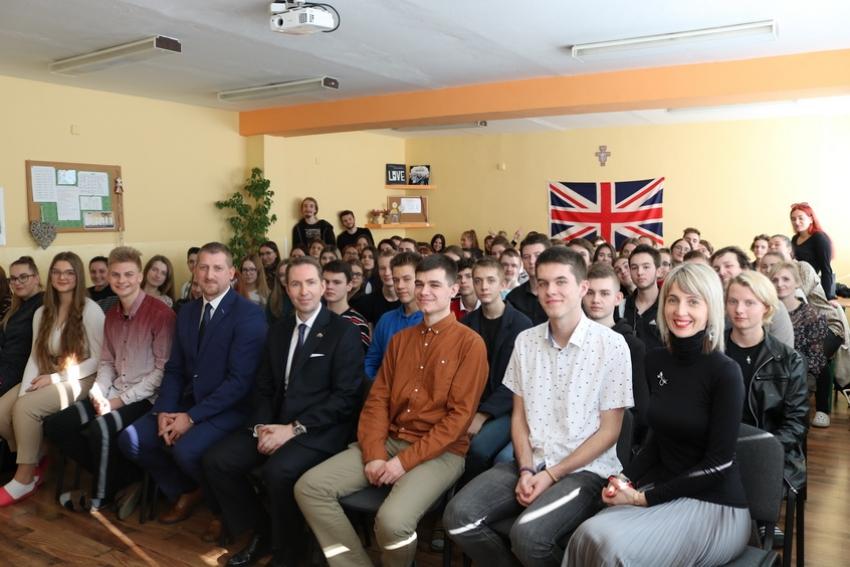 Britský veľvyslanec zavítal medzi študentov